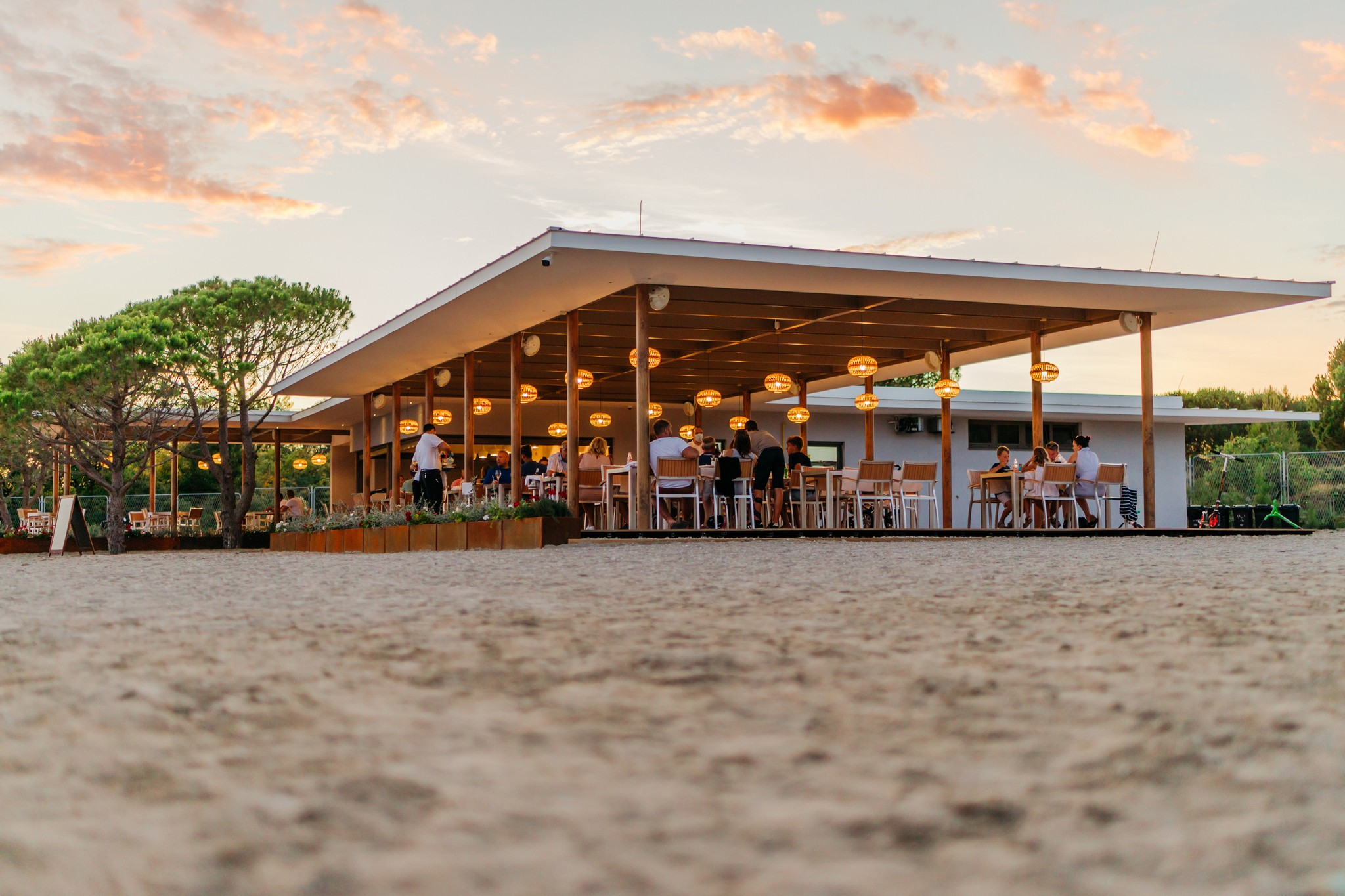 Beach Restaurant & Bar Mareta